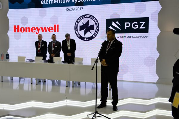 WZE-Honeywell electronics production cooperation agreement